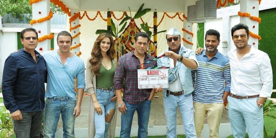 Salman Khan with the cast and crew of 'Radhe.'