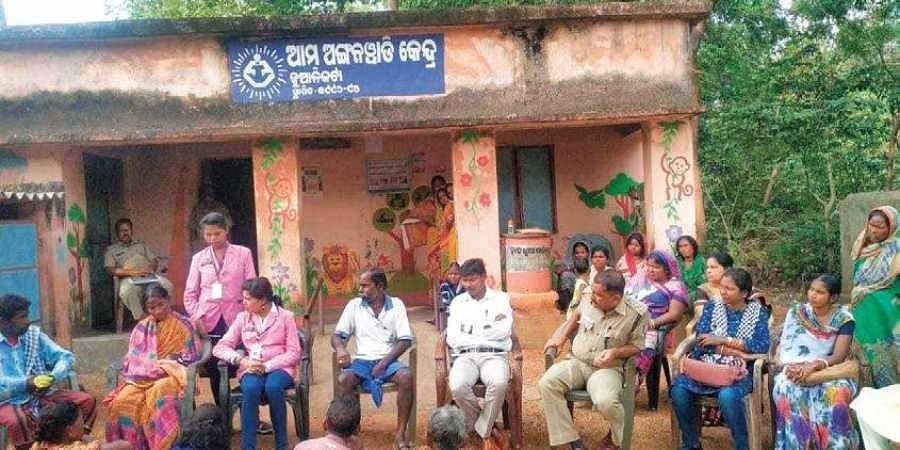 A village community meeting being held in Jualikata.