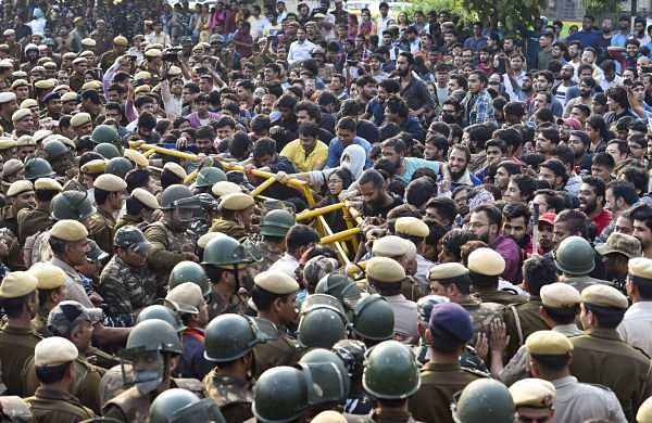 JNU protest: 600 personnel deployed at site but students not lathi-charged, say police
