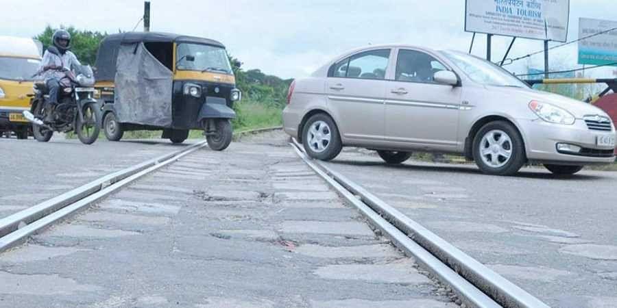 Vathuruthy railway crossing in Kochi