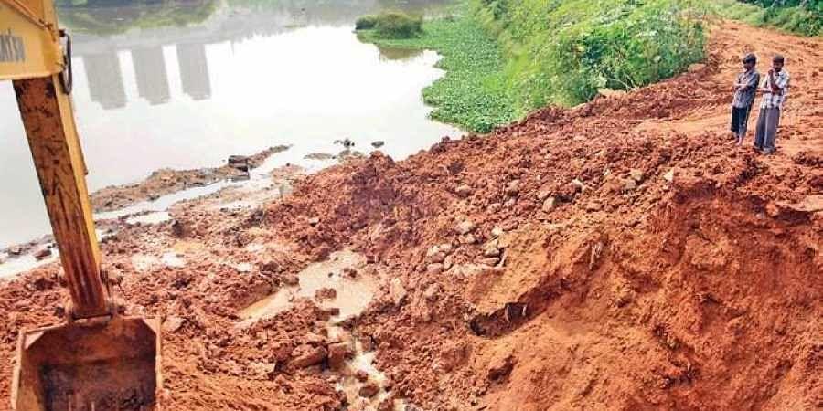 Hosakerehalli Lake developed a breach after heavy rain on Saturday