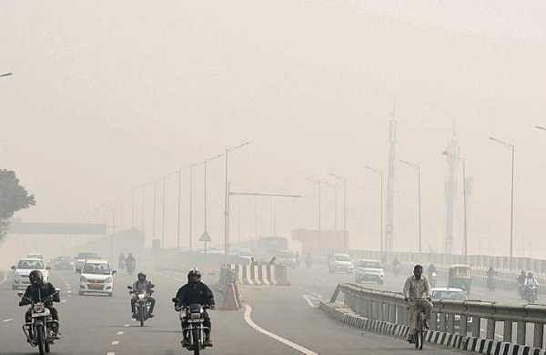 Smog shrouds Delhi as 'Odd-Even' takes a break