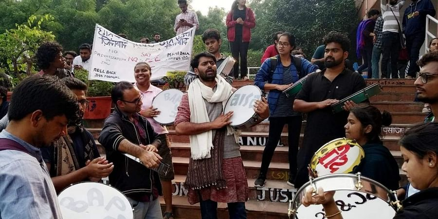 JNU Student Union protest outside the admin building as Executive Council meeting underway in side in V-C office at the JNU campus in New Delhi on Wednesday.   (Photo   Shekhar Yadav/EPS)