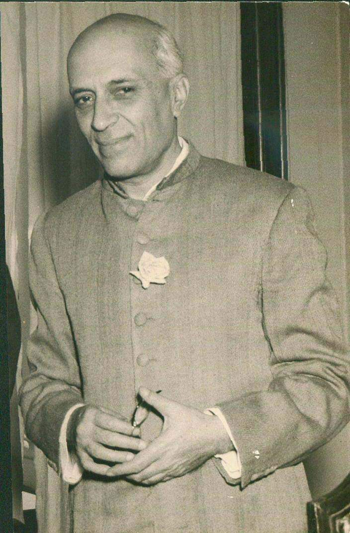 Nehru passed away on 27 May, 1964 due to a massive heart attack. Around 1.5 million people gathered to watch his cremation.