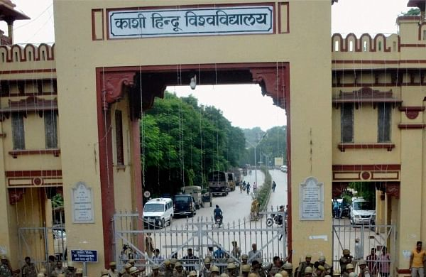 Case registered against dy chief proctor of BHU for removing RSS flag from campus