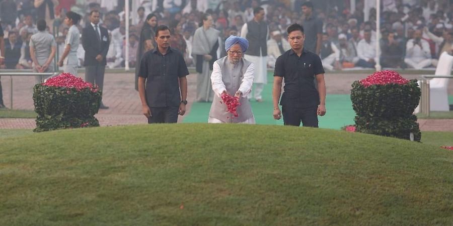 Former PM Dr Manmohan Singh paid floral tributes to first PM of India Pandit Jawaharlal Nehru on his 130th birth anniversary at Shanti Vana in New Delhi on Thursday. | (Photo | Arun Kumar/EPS)