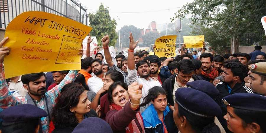 JNU students protests against fee hike outside UGC office in NEW Delhi on Wednesday.JNU students protests against fee hike outside UGC office in New Delhi. | (Photo | EPS/Arun Kumar)