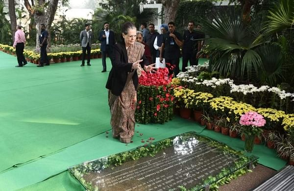 Sonia, Manmohan, Pranab pay tributes to Indira Gandhi on 102nd birth anniversary