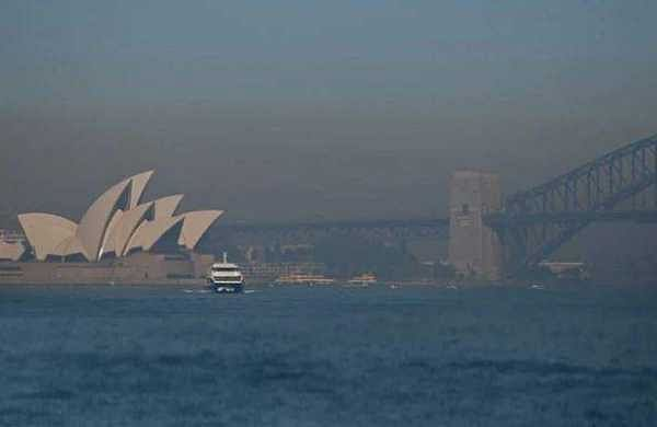 Sydney pollution 'hazardous' comparable to Delhi, amid bushfire threat