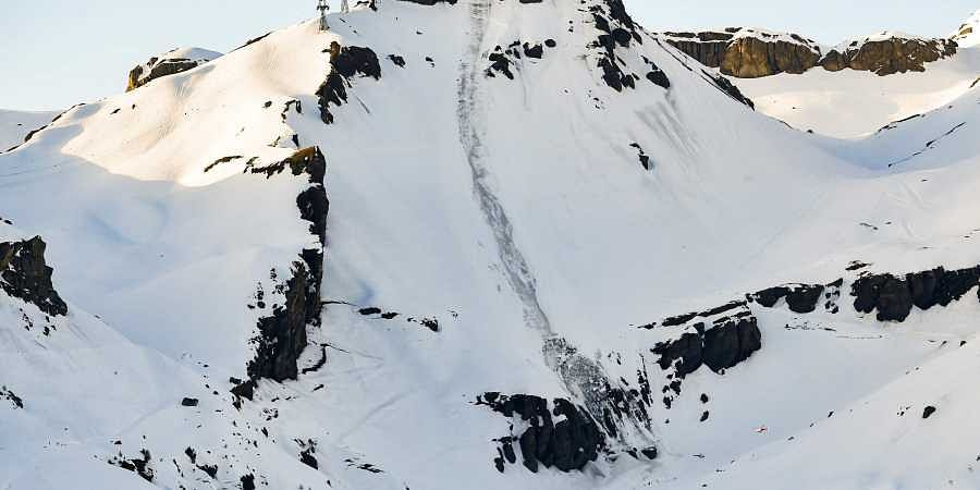 Four army personnel and two porters were killed while two Army personnel survived the avalanche.
