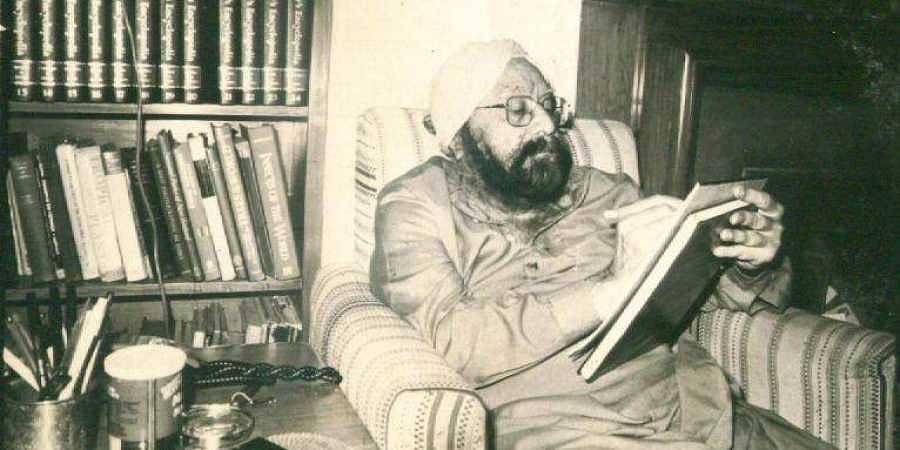 Railway Board finds Khushwant Singh's novel 'obscene', asks Bhopal vendor to take book off shel...