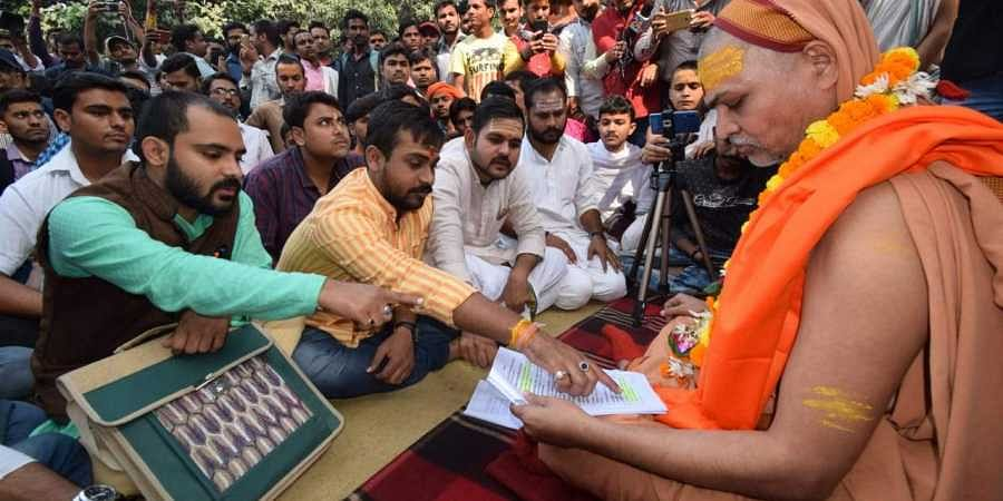 Swami Avimukteshwaranand met the protestors on Thursday noon to express his support to their demand.