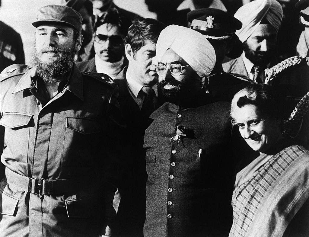 Cuban leader Fidel Castro (L), President of India Giani Zail Singh (C) and Indian Prime minister Indira Gandhi (R) pose for photographers at Palam airport, 06 March 1983 in New Dehli. Castro is in India to attend the Seventh Non-aligned summit.
