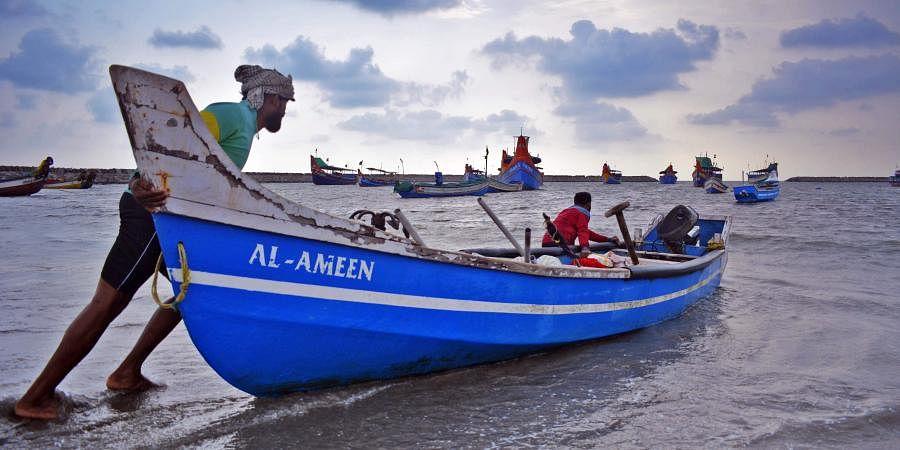 fishing_boats_sea_fishermen