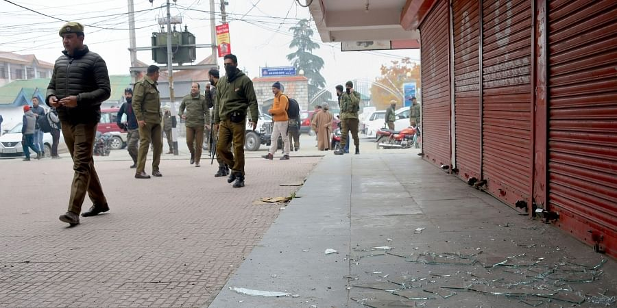 Police officials arrive at the spot of grenade blast hurled by militants at Hazratbal on the outskirts of Srinagar Tuesday Nov. 26 2019. (Photo | PTI)