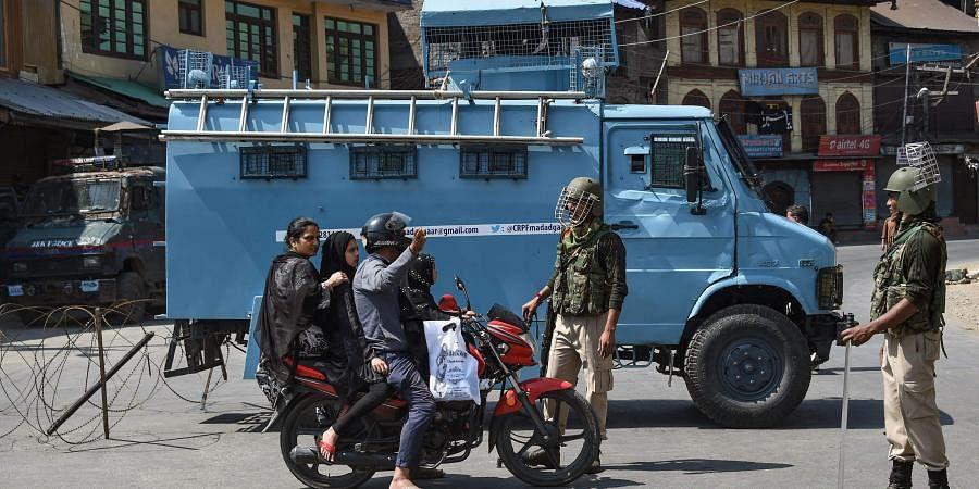 Jammu and Kashmir, Kashmir clampdown