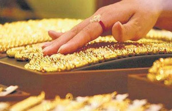 Gold prices touch all-time high of Rs 55,000