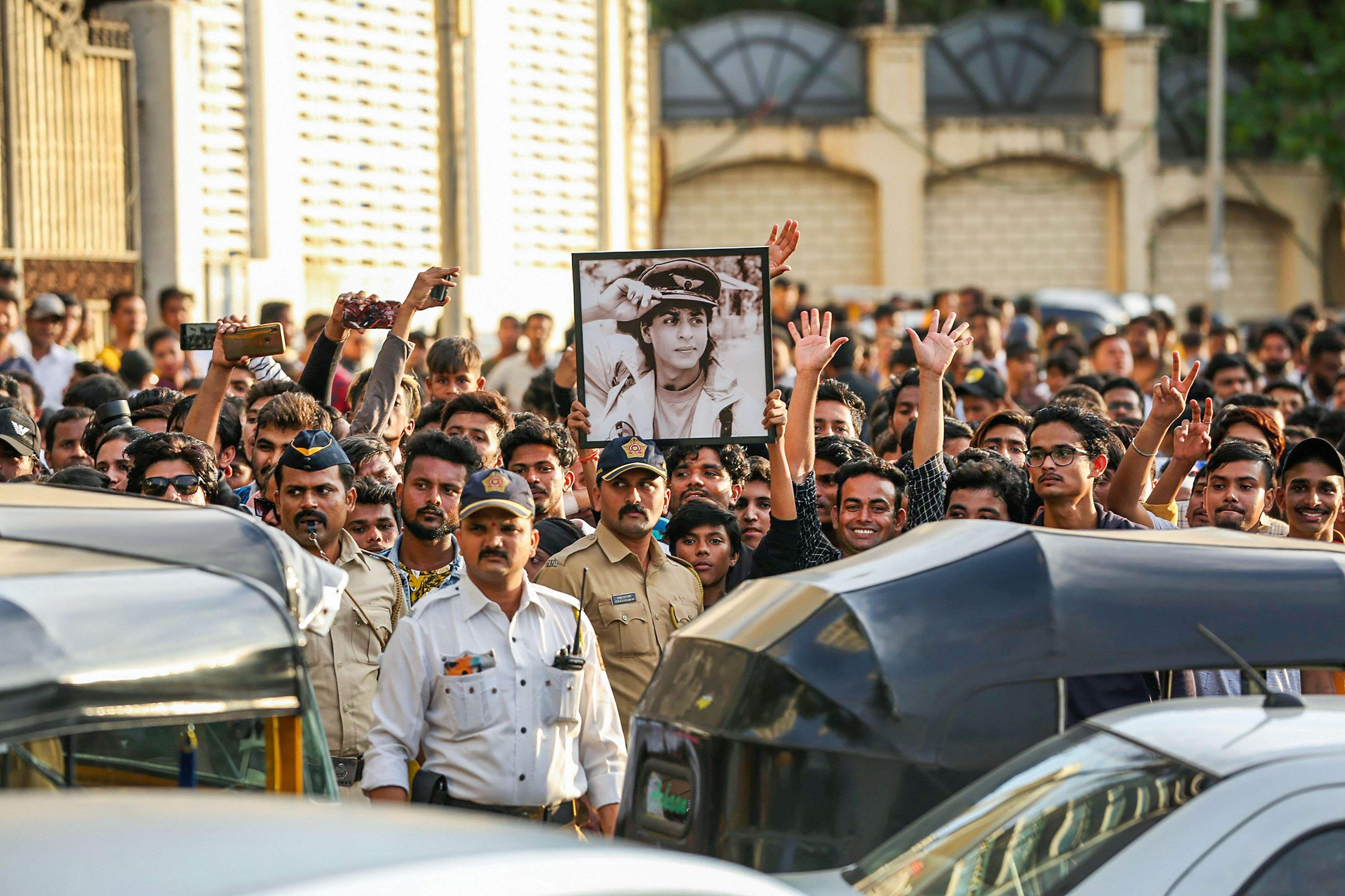 Shah Rukh Khan-birthday-Mannat - fans - photos