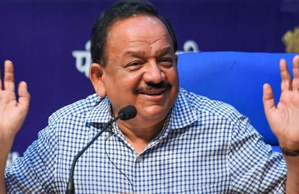 Union Health Minister Harsh Vardhan shows link in pollution, heart disease via carrots
