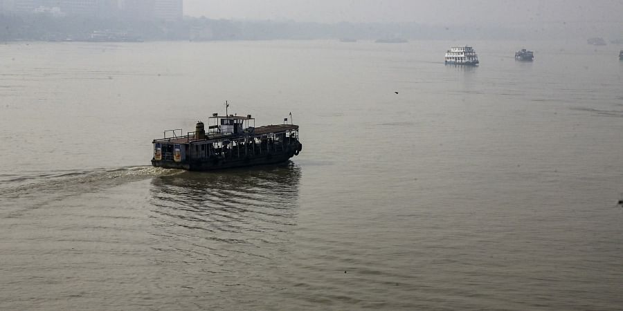 Passenger ferry services operate on Hooghly River amidst heavy smog in Kolkata, India, Thursday, Oct. 31, 2019. | (Photo | AP)