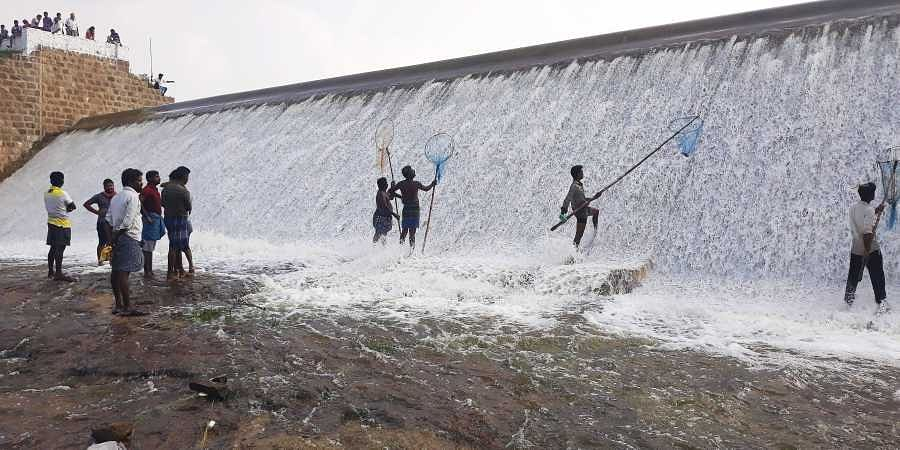 Construction of the Aathupalayam Dam began in 1980 and endedin 1990.