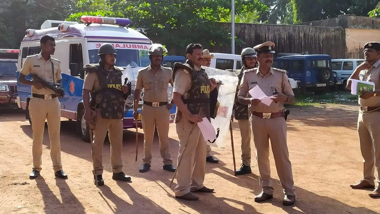 A tight police bandobust has been held in Mangalore city. (Photo | Rajesh Shetty Ballalbagh)