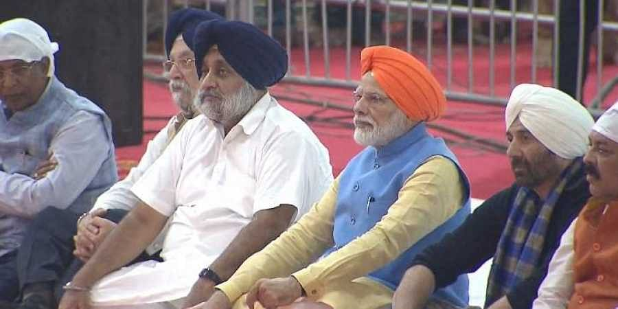 Prime Minister Narendra Modi with SAD chief Sukhbir Singh Badal and BJP actor Sunny Deol at Gurdwara Sri Ber Sahib in Sultanpur Lodhi Punjab Saturday Nov. 9 2019. | (Photo | PTI)
