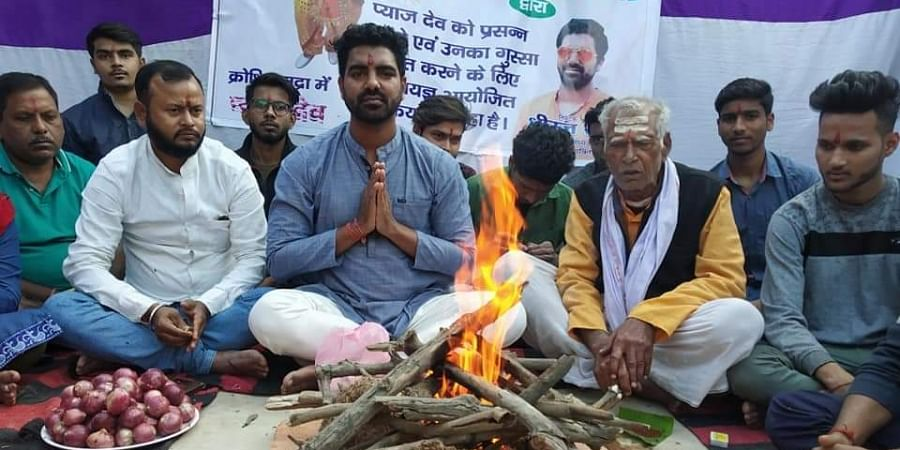 Initiated by a youth leader-cum-social activist Dheeraj Roy, hundreds of people sat together around the 'havan kund' (fire altar) and performed the ritual with a basket of onion kept at the spot.