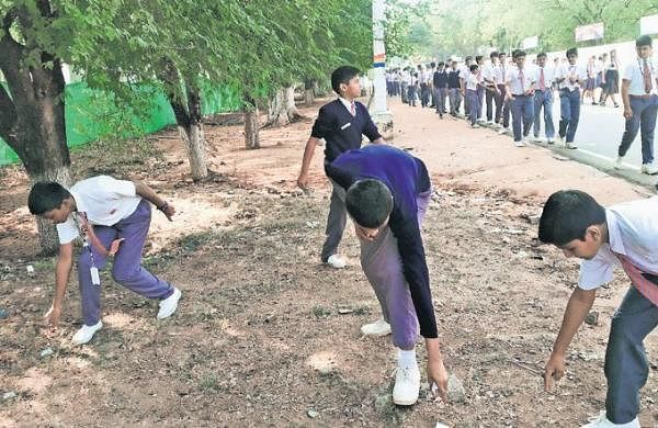 200 students go on a cleanliness drive