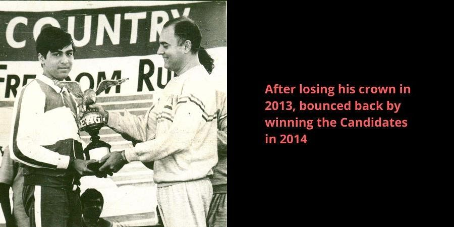 Grand Master Viswanathan Anand receiving the Eagle Trophy and a cash award at the hands of the then PM Rajiv Gandhi.