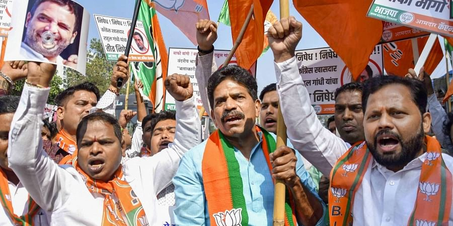 BJP youth party workers protest against Rahul Gandhi outside Congress Office at Dadar in Mumbai Saturday Dec. 14 2019. (Photo | PTI)