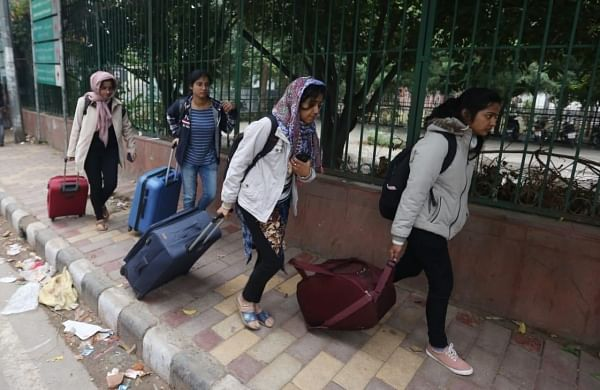 Students start leaving from Jamia Millia Islamia University as the University is closed till January 5 following yesterday's incident. (Photo | Shekhar Yadav/EPS)