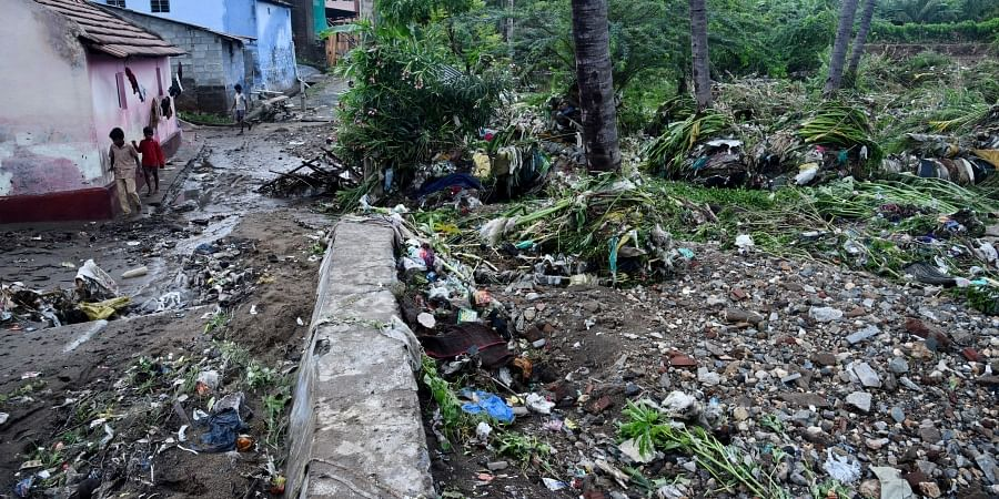 The houses at the low-lying area of Naduvur seen affected due to heavy water flow in the nearby stream following the heavy rain on early hours of Monday. (Photo | EPS)