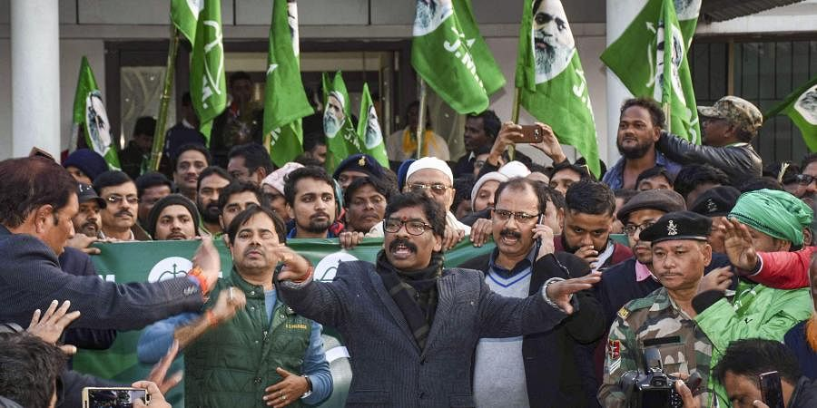 JMM working president Hemant Soren addresses a press conference as JMM and Congress alliance lead in the Jharkhand Assembly election results in Ranchi Monday.