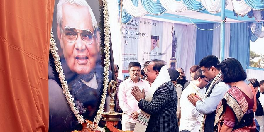 Union Minister Harsh Vardhan paying tributes to former Prime Minister Atal Bihari Vajpayee at AIIMS in Bhubaneswar on Wednesday