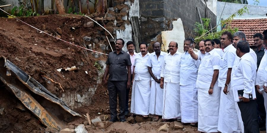 Accompanied by Deputy Chief Minister O Paneerselvam, Palaniswami consoled the grieving family members.