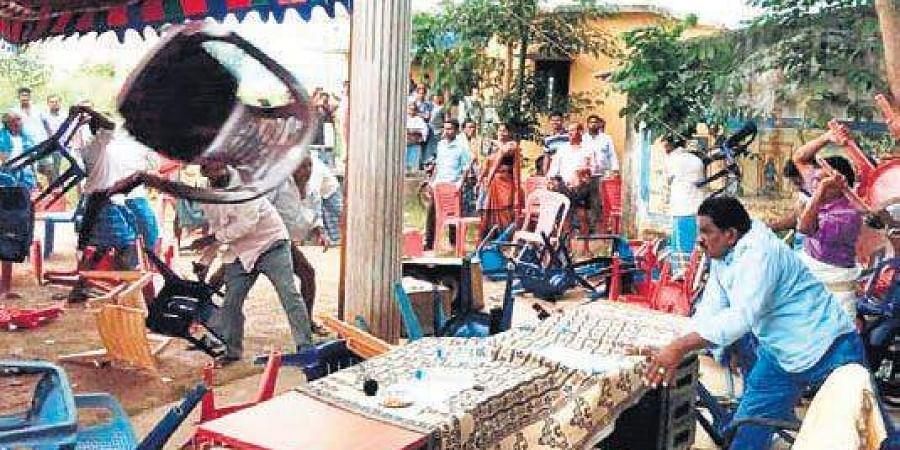 Clash between YSR Congress and TDP activists on Monday at LN Peta during social audit of NREGS (Srikakulam)