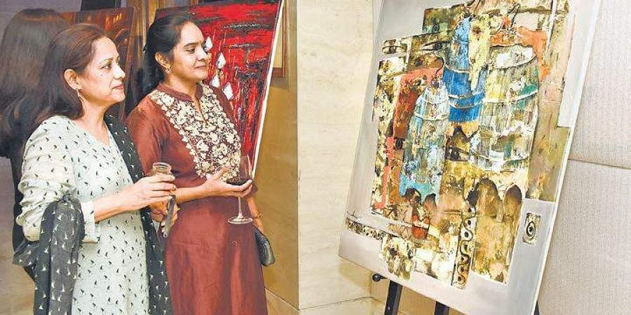 The exhibition featured artworks by Vietnamese and Indian artists.