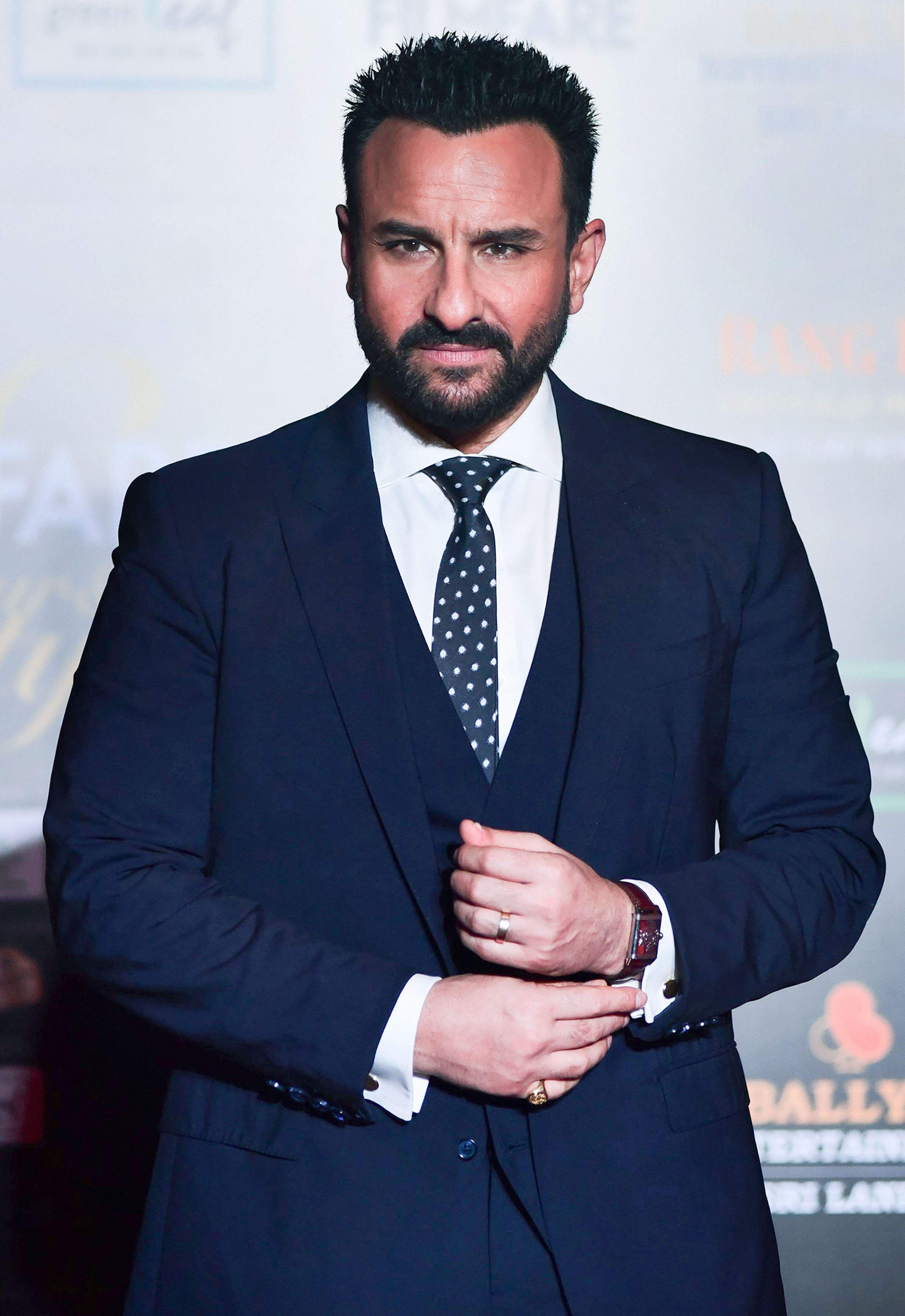 Daper as always the Chote-Nawab of Bollywood  Saif Ali Khan bagged the 'Style Icon' award