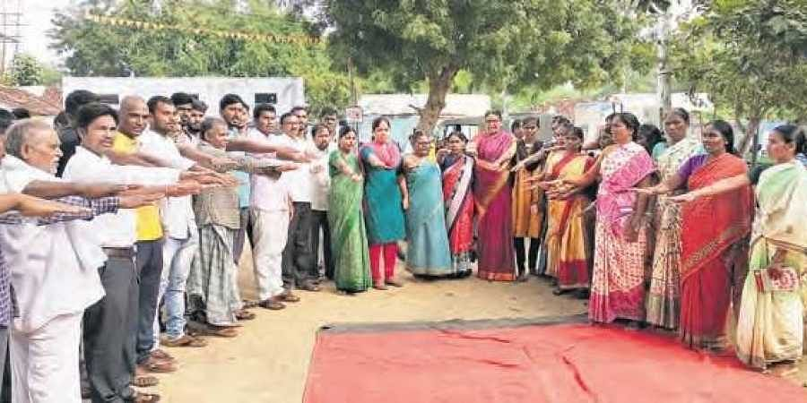 Vannaram residents pledge to keep their village eve-teaser free and keep youngsters from drinking, in order to ensure women's safety.