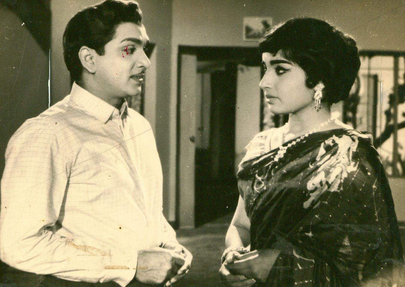 Jayalalithaa's lead role in her debut Kannada film 'Chinnada Gombe' at the age of 15 went on to become a blockbuster, and later got remade in Tamil and Hindi.