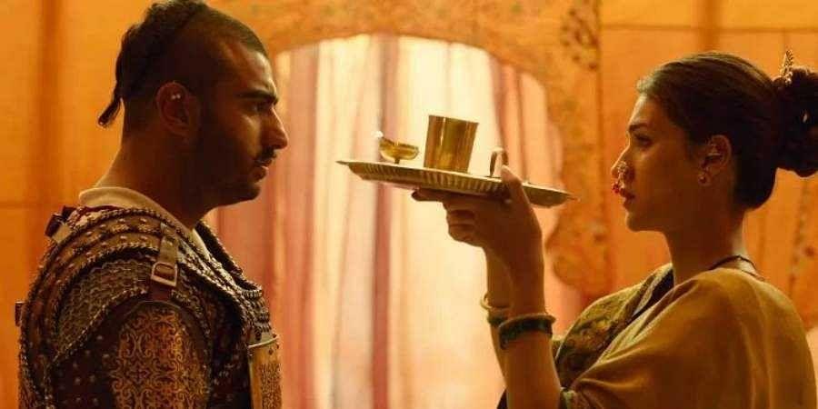Still of Arjun Kapoor and Kriti Sanon from Panipat'.