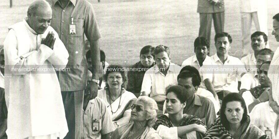 PM PV Narasimha Rao arriving for the prayer meeting at Shantivan where India's first Prime Minister Jawaharlal Nehru was cremated on May 27,1964. Ms Sonia Gandhi and Priyanka Gandhi are seen.