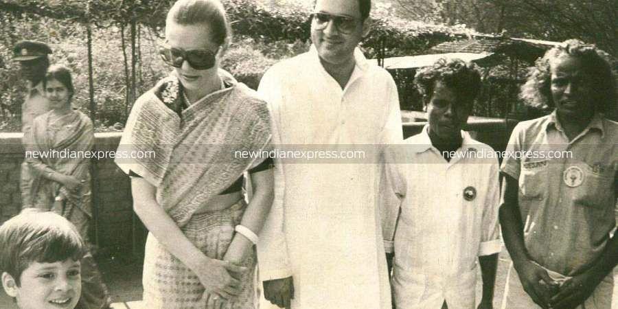 Former PM Rajiv Gandhi with his wife Sonia Gandhi and son Rahul Gandhi.