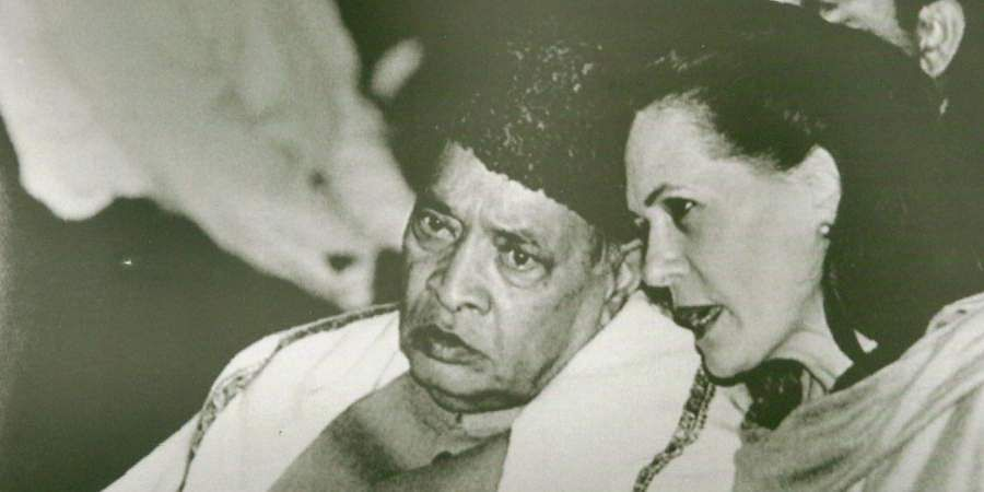 PM PV Narasimha Rao and Sonia Gandhi at the Gandhi peace prize presentation ceremony at Rashtrapathi Bhavan.