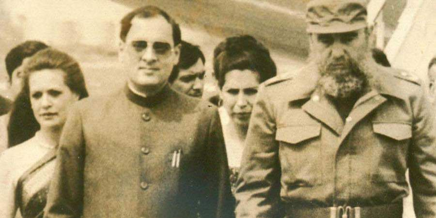 Former PM Rajiv Gandhi and Smt Sonia Gandhi with the President Fidel Castro of Cuba, on their arrival at Havana.