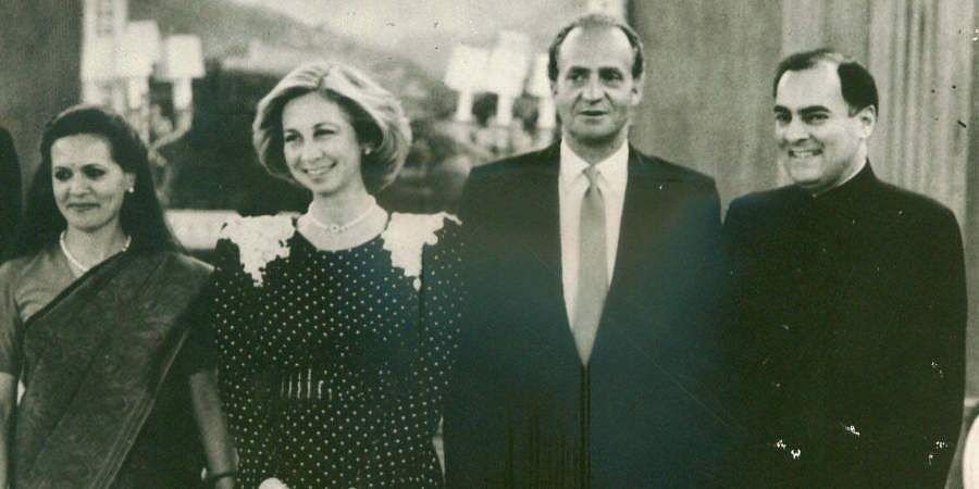 Then PM Rajiv Gandhi and his wife Sonia Gandhi are being received by Juan Carlos and Queen Sophia of Spain hosted a private dinner at Zarzuela Palace, Madrid.