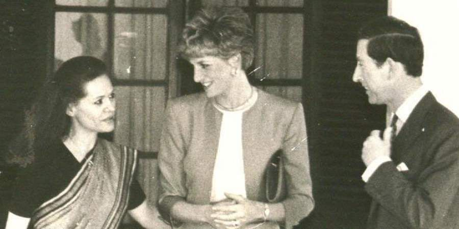 Congress leader Sonia Gandhi receives Prince Charles and Princess Diana of Britain at her residence.