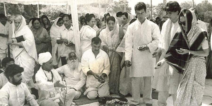 Rahul Gandhi with his mother Sonia Gandhi and sister Priyanka offering 'Ahums' during Tenth day function after Rajiv Gandhi's death at Teen-Murthi House.