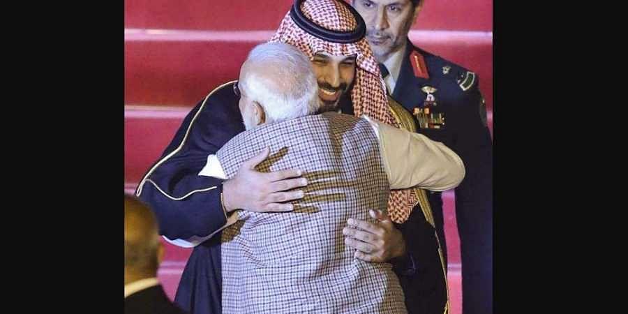 Modi_hugging_prince